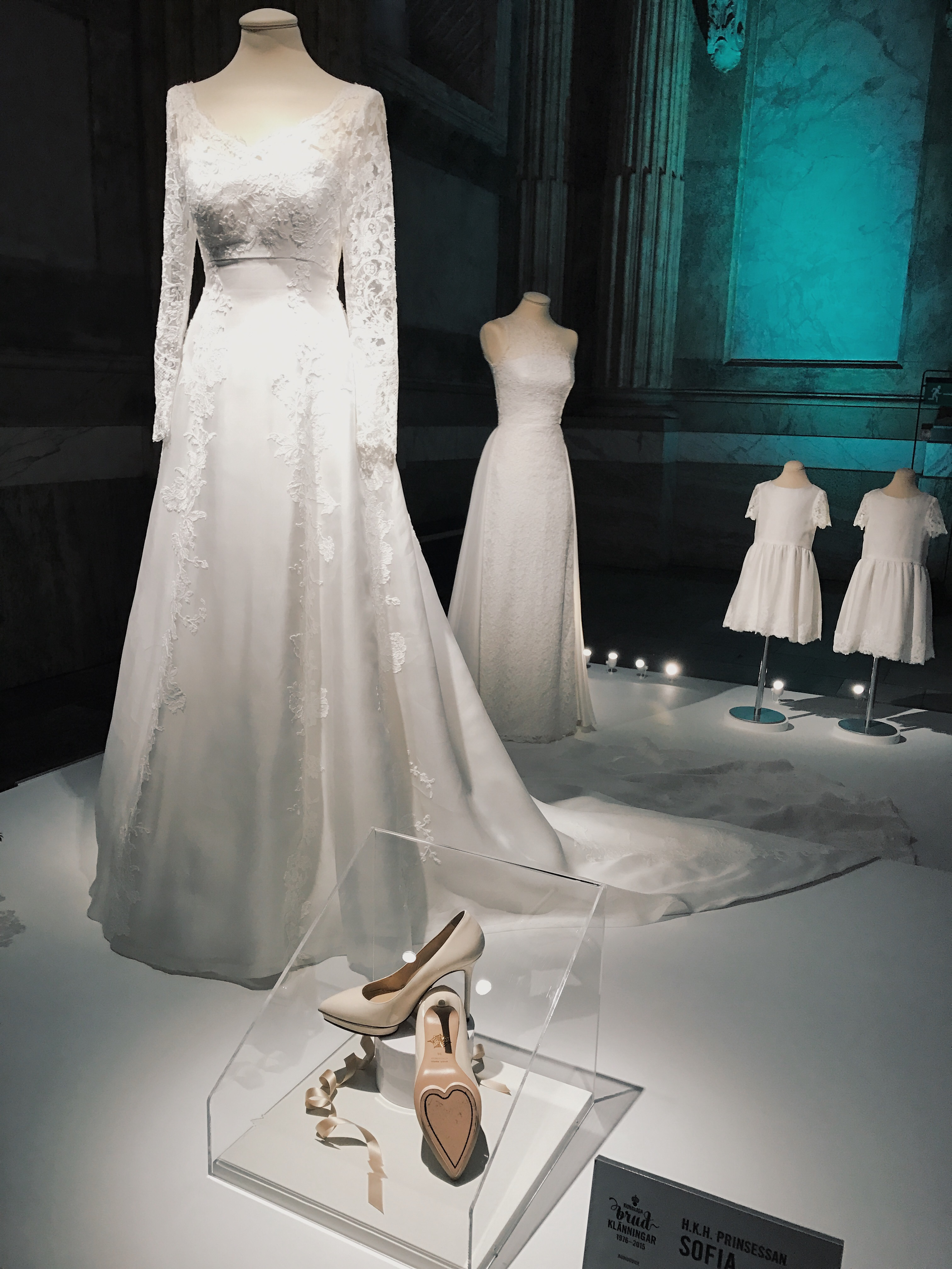 1868ee5fa8a2 Målet var att besöka utställningen Kungliga brudklänningar på Stockholms  slott. Härligt att titta på lite fina, välsydda klänningar såhär en grå  lördag i ...